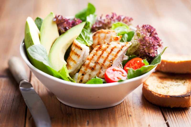 Ricetta di luglio: Insalata di pollo da gustare con Gavi Docg